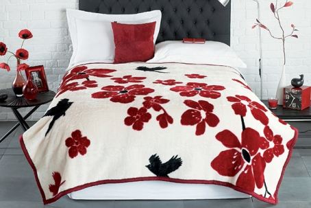 10 Quick and Easy Ways to Dress Your Bed
