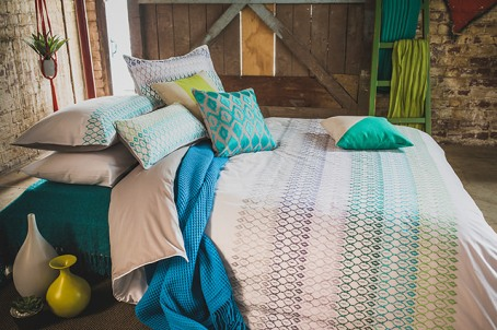 10 Quick and Easy Ways to Dress Your Bed – 6